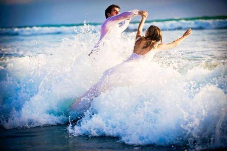 33 Melhores fotos de roupas de praia   – Pré casamento fotos