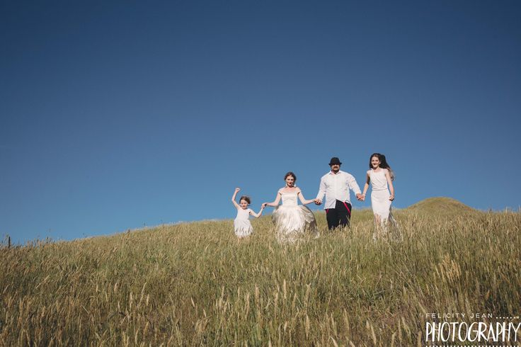 a beautiful family wedding photos taken at otama beach at sunset by felicity jean photography