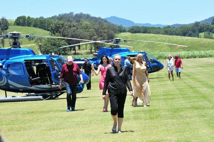 Die Dschungelcamp-Kandidaten sind mit ihren Helikoptern gelandet.