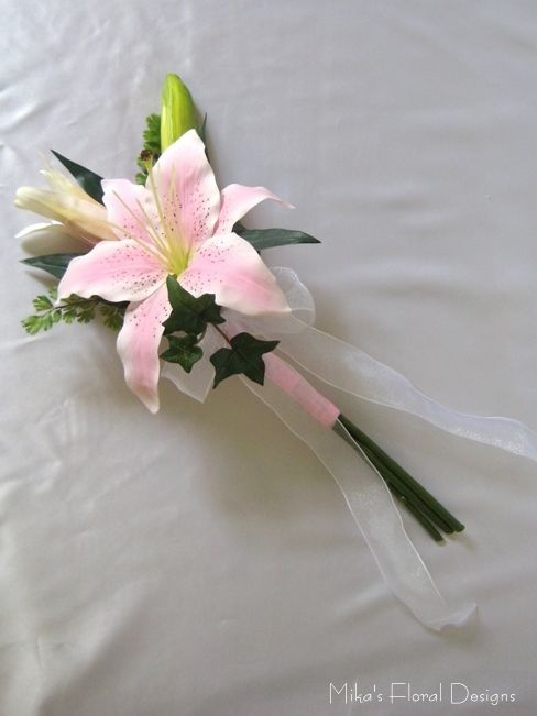 Attendant's Bouquet inspiration (this is silk, but we'd use fresh)