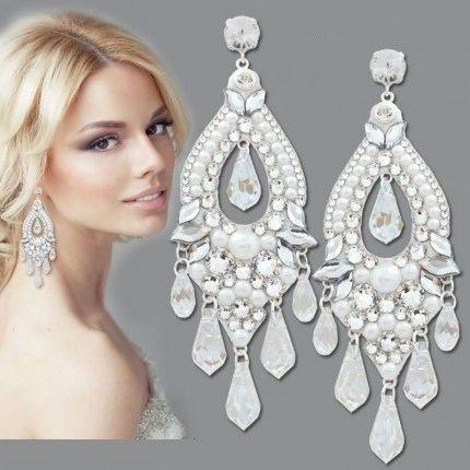 Cercei mireasa cu cristale http://www.bijuteriifrumoase.ro/it/cumpara/cercei-mireasa-white-goia-9-5cm-1734