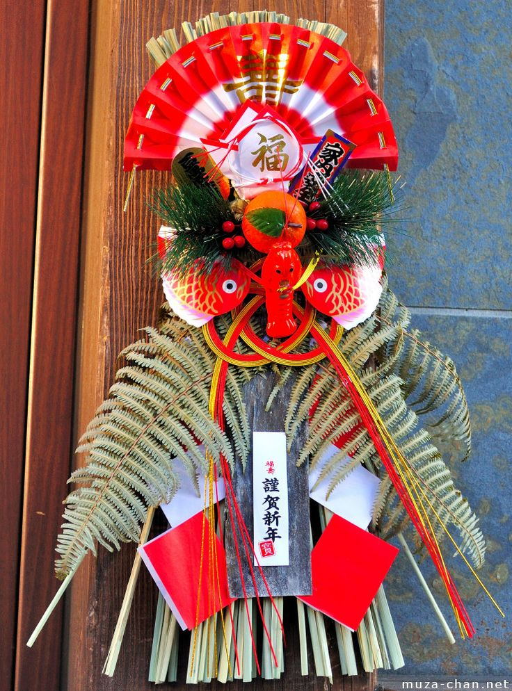 another Shimakezari - some are like swags insteadof wreaths.    Google Image Result for http://muza-chan.net/aj/poze-weblog2/japanese-new-year-decoration-shimenawa-big.jpg