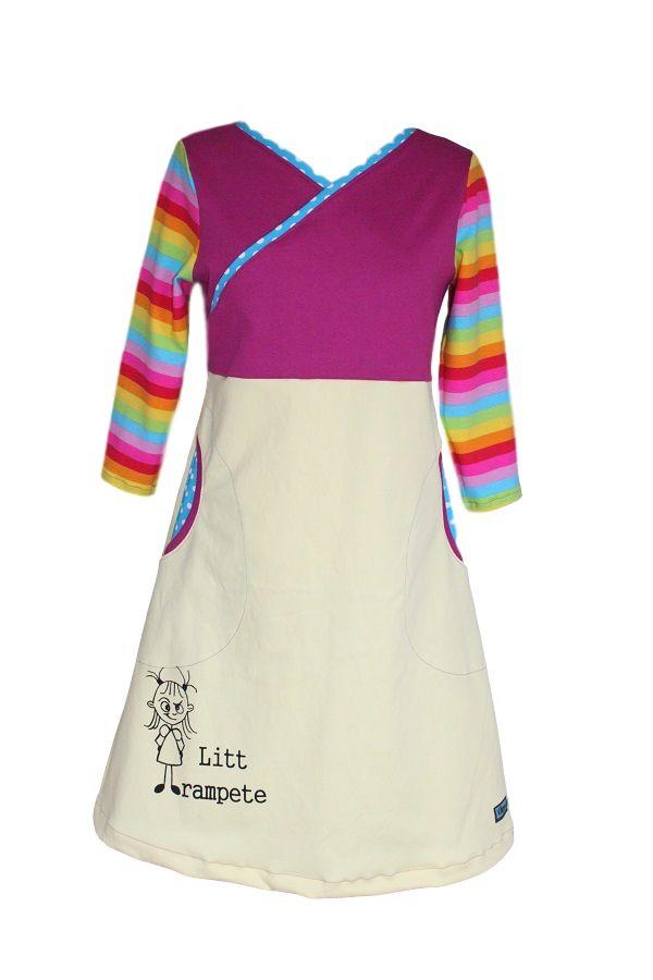 Denne kjolen kan jeg sy på bestilling i XS- 2XL. Fra bestilling/betaling er gjort kan det gå inntil 7 dager til kjolen blir postlagt. Jeg varsler deg når kjolen blir sendt med Posten. Skjørtet på kjolen er i deilig, mykt twill stoff, bryststykket i rib/stretch jersey, mens ermene i jersey. Kjolen har lommer og håndtrykket motiv og tekst på skjørtekanten. VASKEANVISNING : Vaskes på vranga på max 30 grader, i mildt vaskemiddel, for eksempel Milo. Strykes på 2. Sjekk størrelsesguiden f...