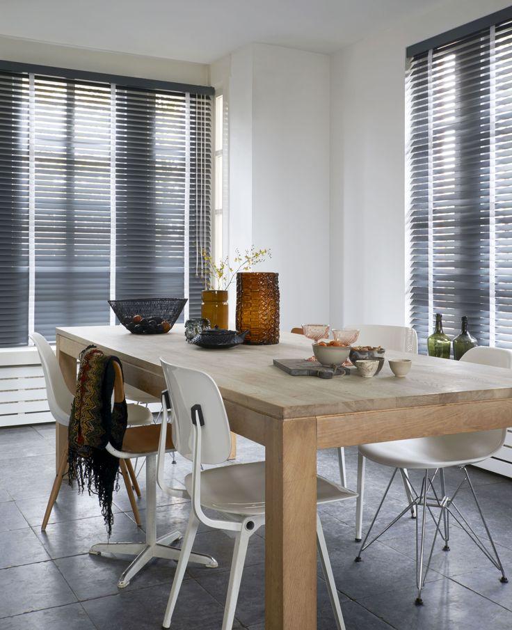 Regel de inval van zonlicht met deze stijlvolle horizontale jaloezieën. Kijk voor meer inspiratie op www.bece.com en volg ons ook op Facebook: www.facebook.com/becemodevoorjeraam.