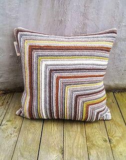 Use YOUR favorite colours | crocheted pillow | crocheted interior | crochet pattern | heklet pute | heklede puter