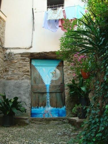 Valloria, il paese dalle porte dipinte, di albertoandsil, vista su Panoramio.   Selected for Google Earth