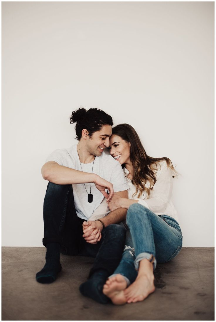 Eden Strader Photo, Miesh Studio, Studio engagements, engagement pose ideas, engagement photo outfit ideas, in home couple's session, casual engagements
