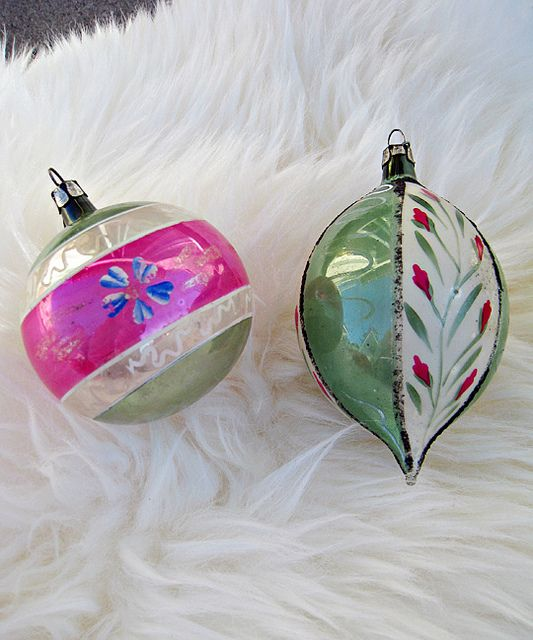 Old Christmas Tree Decorations: 1000+ Ideas About Vintage Christmas Trees On Pinterest