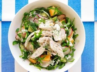 Receta de ensalada de aguacate, melón y pollo escalfado