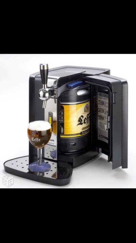 Location a la journée tireuse a bièreIdeal pour soiree foot, anniversaires ou soiree arrosé . Marque : PhillipsModèle : PerfectDraftEtat : neufLocation x1 machine /jourSemaine : 15Euro(s)Week-End : 22Euro(s)Location x2 machines /jourSemaine : 25Euro(s)Week-end : 39Euro(s)Choix des fûts : x20Caution : 100 euros en cheque non encaissé Possibilité de fournir les futs de biere Recherche mots clés :Machine a bière , Biere , tirreuse , pompe à biere , Biere pression , ponpe a biere , fut de biere…