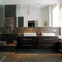 Fin løsning med speil helt over til badekar