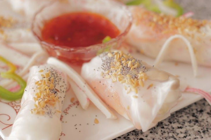 Spring Rolls de salmão | RECEITA  http://livinginbshoes.blogspot.pt/2014/09/spring-rolls-de-salmao-receita.html