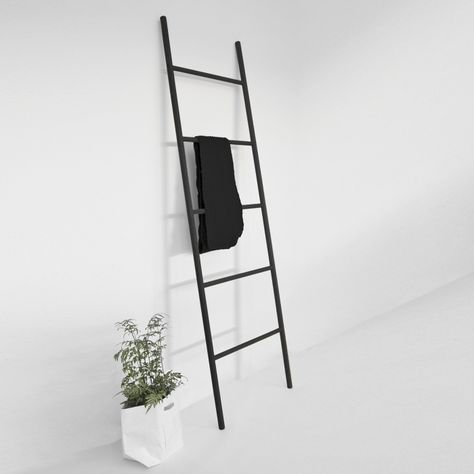 Leiter-Garderobe aus Holz, schwarz!