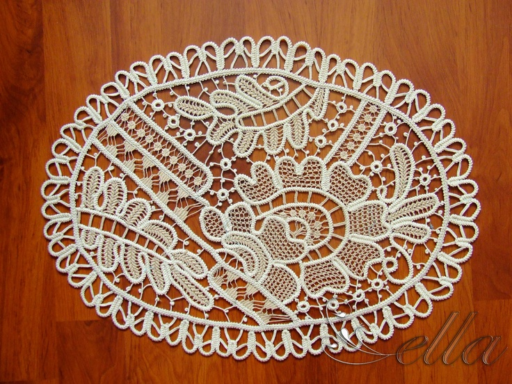 Mileu Oval din Macrame - Romanian Point Lace crochet oval mat