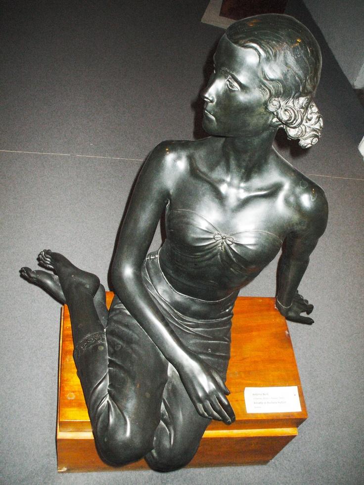 bronzo a Barbara Hutton