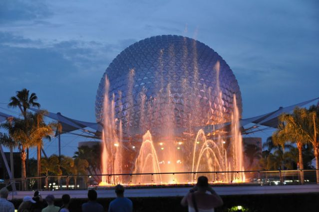 Do you love #Epcot?  It can be a great theme park, and we want to help you out with our free Epcot Touring Plan.  We'll tell you what to fastpass and how to make your day a breeze!  Enjoy!  http://mousehints.com/disney-touring-plan/epcot-touring-plan/