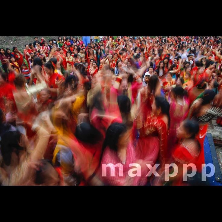 Nepalese Hindu women wearing red attire dance to worship Lord Shiva (A god of creation and destruction) during Teej, a festival for Nepalese women, at Pashupatinath temple, Kathmandu Nepal, 24 August 2017. EPA/NARENDRA SHRESTHA (MaxPPP #photo #photos #pic #pics #picture #pictures #snapshot #art #beautiful #instagood #picoftheday #photooftheday #tbt #cute #followme #follow #color #exposure #composition #focus #capture #moment #photojournalism #photojournalisme #maxppp #nepal