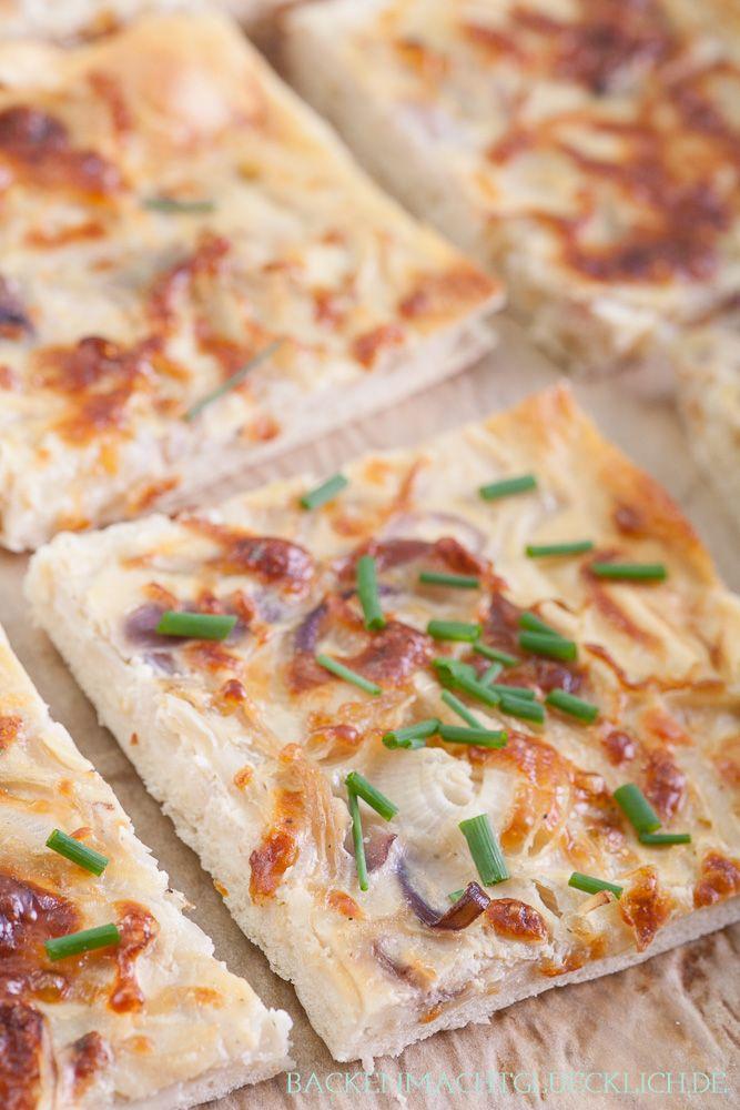 Wunderbar knuspriger vegetarischer Zwiebelkuchen vom Blech | http://www.backenmachtgluecklich.de