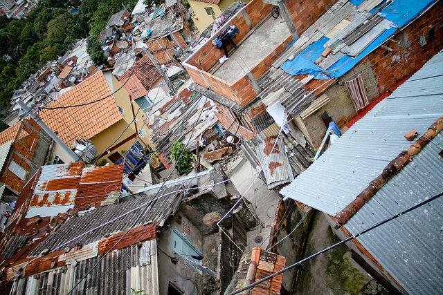 Favela Santa Marta, Rio de Janeiro by Blog Sem Destino, via Flickr