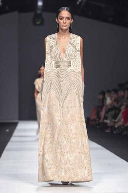 Jakarta Fashion Week: Inspirasi dan Alterasi Sari Sapto Djojokartiko | FIMELA
