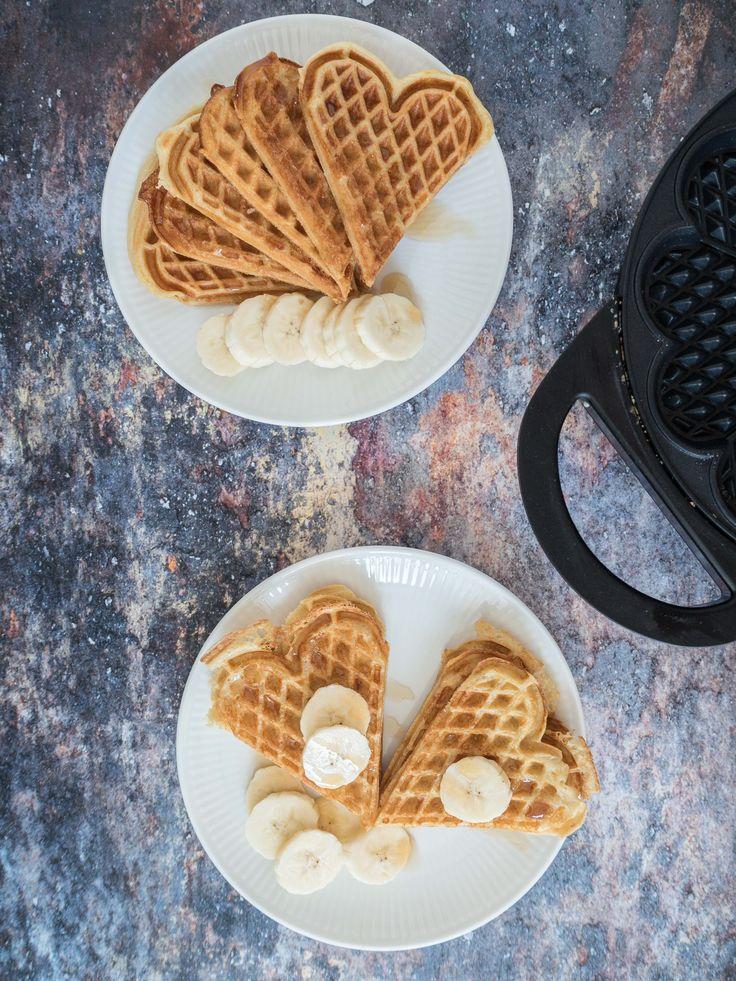 Morgenmadsvafler med 4 ingredienser? Få opskriften på de bedste sprøde vafler med havregryn. En nem og lækker vaffelopskrift med hjerteformet vaffeljern.