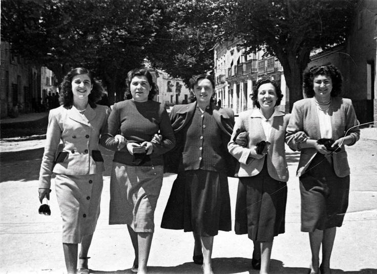 A group of fashionable ladies from Castilla-La Mancha walking down the street. Archivo de la Imagen de Castilla La Mancha (Public Domain) http://www.europeana.eu/portal/record/09407a/83FBAD59FC19A912262333FFC80DA24030181F05.html
