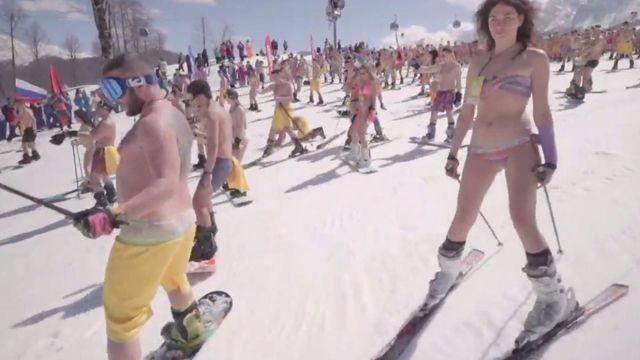Record de maillots de bain sur une piste de ski