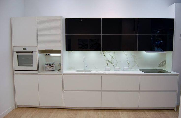 Iluminacion para cocinas buscar con google cocinas - Cocina con pared de cristal ...