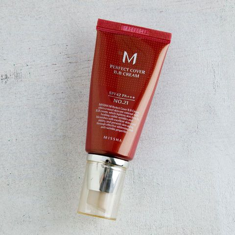 Introducing one of the most popular BB creams on the South Korean beauty scene! The Perfect Cover BB Cream from Missha offers medium coverage that disguises blemishes, evens skin tone, protects from s