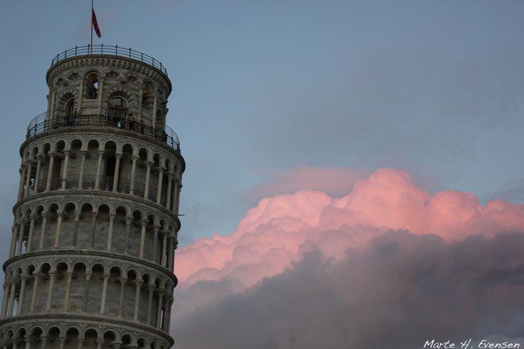 Torre di Pisa. The leaning tower of Pisa