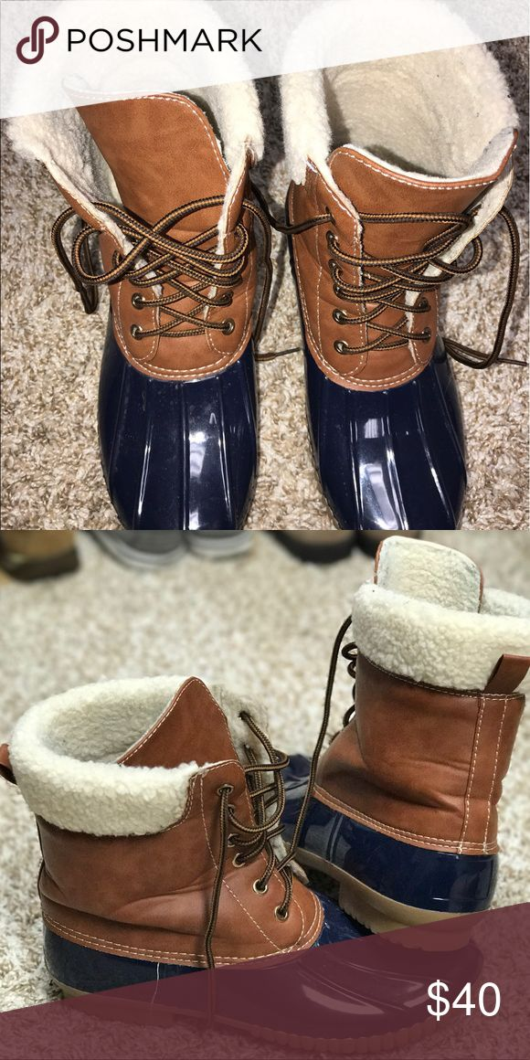 women's duck boots Women's duck boots, very comfy and fur on inside (faux fur, not real). Great condition. Shoes Lace Up Boots