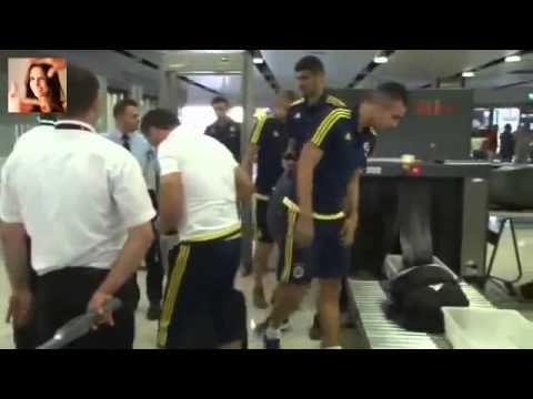 FB Tv   Fenerbahçe Futbol Takımı Atromitos Maçı İçin Yunanistan'a Gitti - YouTube
