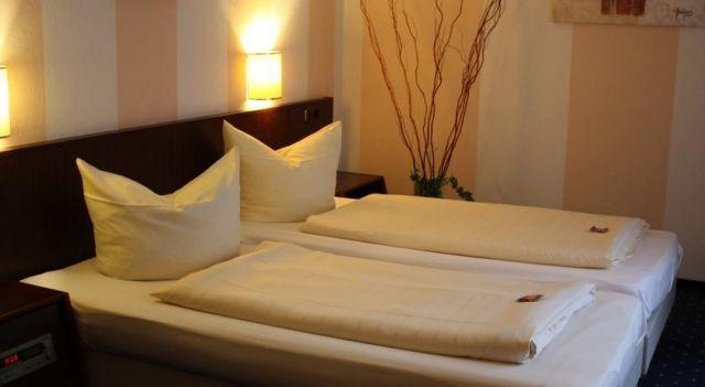 Hotel Senator - 3 Star #Guesthouses - $65 - #Hotels #Germany #Bielefeld http://www.justigo.ca/hotels/germany/bielefeld/senatorbielefeld_217012.html