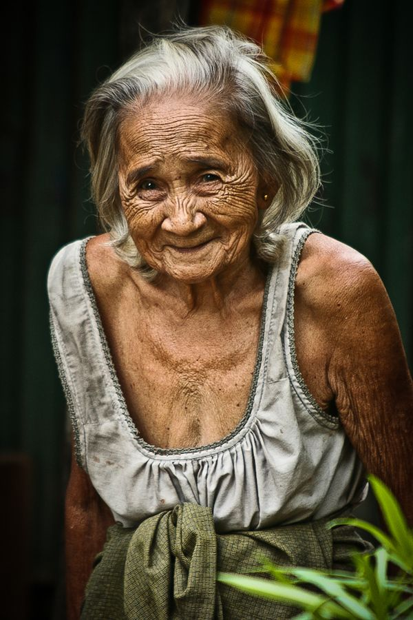 Phuket lady // by Gerald Gribbon, old woman, wrinckles, lines of Life, cracks in time, powerful face, intense, strong, wise, portrait, photo