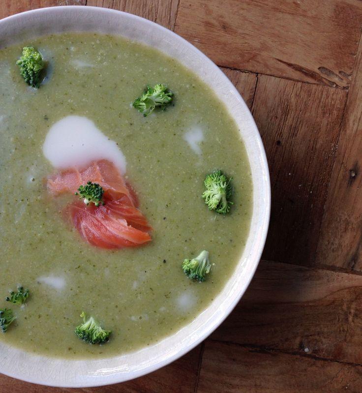Broccoli-prei soep met gerookte zalm