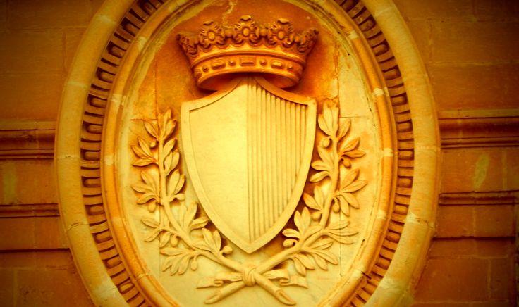 Detail: Mdina Catherdal, coat of arms of the Mdina Universitas.