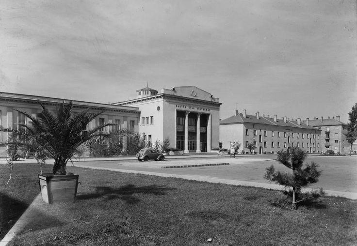 (Sztálinváros) Bartók Béla Kulturház, ma Színház és Művészetek Háza.
