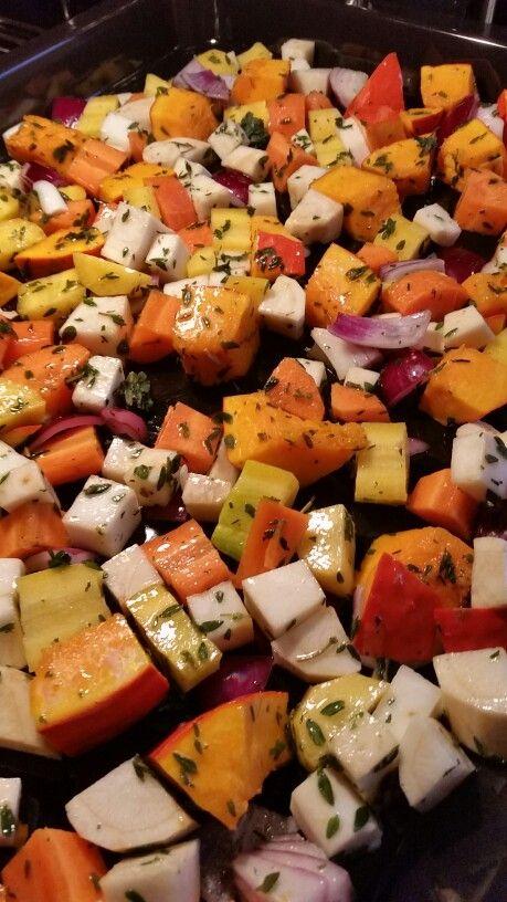 Soep van gegrilde groenten Recept op http://allrecipes.nl/recept/11641/soep-van-geroosterde-groenten.aspx Ik heb pompoen, peterseliewortel, gele wortel, knolselderij en rode uit voor gebruikt. Door de groente te grillen wordt de soep voller van smaak. Een aanrader!