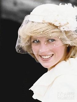 Diana - Após o seu casamento com o Príncipe de Gales, Diana tornou-se uma das mulheres mais famosas do mundo, um ícone da moda, um ideal de beleza e elegância feminina, admirada por seu trabalho de caridade, em especial por seu envolvimento no combate à AIDS e na campanha internacional contra as minas terrestres.  A sua trágica e inesperada morte ocorrida após um acidente de carro na cidade de Paris, em 1997, foi seguida de um grande luto público pelo Reino Unido.