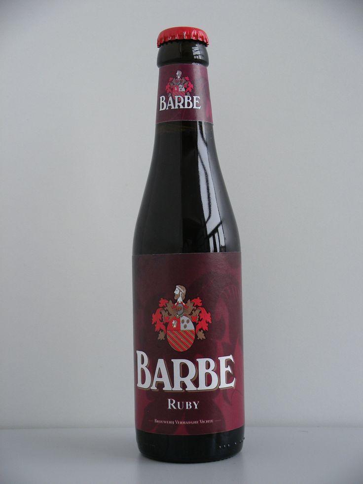 """""""Barbe Ruby"""" is één van de vier """"Barbe"""" bieren. De naam van het gamma """"Barbe"""" bieren verwijst naar de Luikse brouwerij """"Barbe d'Or"""". Brouwerij Barbe d'Or was een middeleeuwse brouwerij in de oude binnenstad van Luik (België) en behoorde toe aan de familie """"de Romsée"""", een oude Luikse familie waarvan het blazoen prijkt als logo voor de """"Barbe"""" bieren. """"Barbe Ruby"""" is een bier van hoge gisting. """"Barbe Ruby"""" is de fruitige versie in het gamma van """"Barbe""""-bieren. De smaak heeft iets van fruit…"""