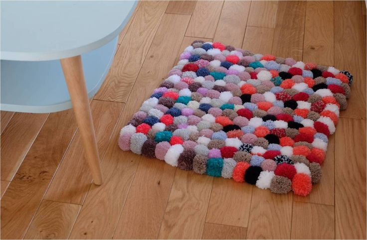 26 best pompons images on pinterest basket grow taller and pom pom rug. Black Bedroom Furniture Sets. Home Design Ideas