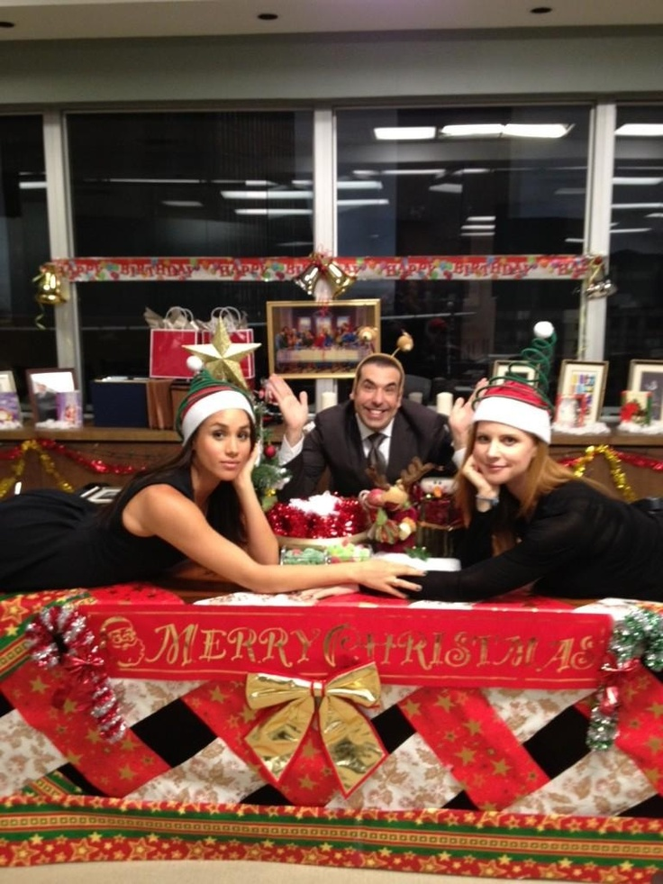 Meghan Markle, Rick Hoffman, and Sarah Rafferty wishing you a merry christmas. Have a great one guys.