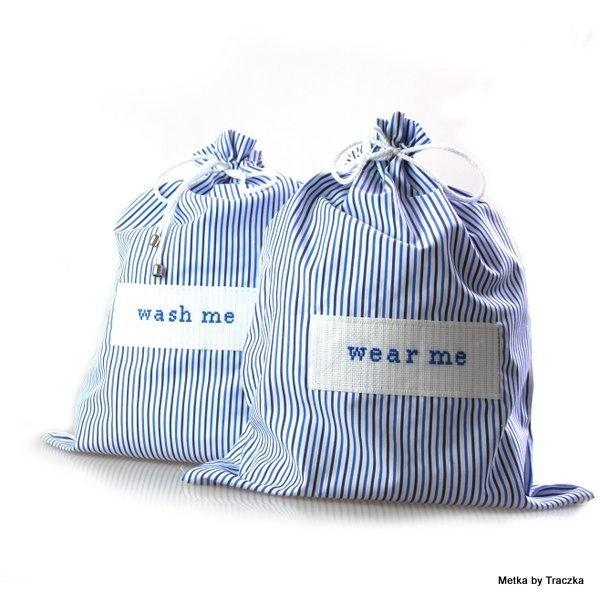 Zestaw eleganckich męskich torebek podróżnych na bieliznę. Cieniutka tkanina jak na luksusową męską koszulę. Aplikacja haftowana ręcznie.   Uwaga: ...