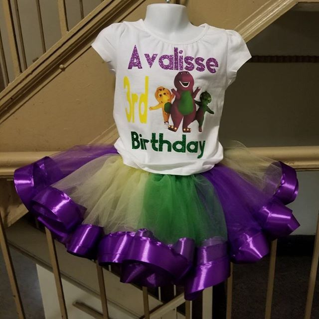 """""""Hit up @uni5crafts for any theme Birthday Tutu outfit... Barney themed outfit for my client...🔥🔥 #weddingdecor #weddingdecoration #weddingplanner #eventplanner #eventos #partyplanner #babyshower #partydecorations #thronechair #eventchair #eventdecor #hooedchairs #florist #photoshoots #quinceanera #bridalshower  #celebritystyle  #cake #caketable #luxehair #backdrop #backdropdesign #nycevents #nycvenue #eventprofs #smpweddings  #weddingwire"""" by @designsbyjavy (designsbyjavy). • • What do…"""