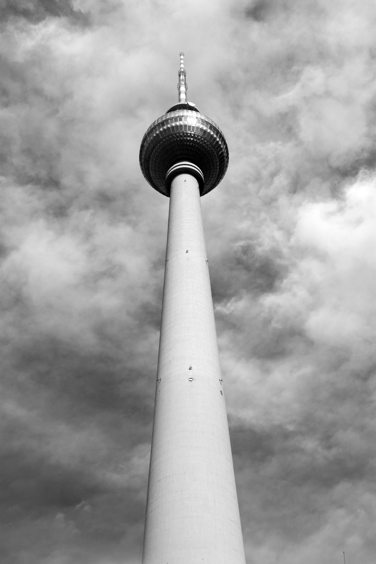 BERLIN / Fernsehturm -Alexanderplatz (1965-69) © F. Martin