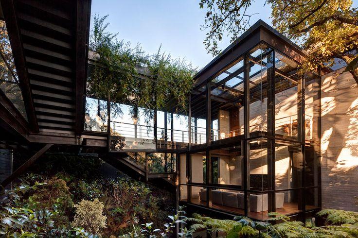 Tepozcuautla House, la maison scindée par la nature - http://www.leshommesmodernes.com/tepozcuautla-house/