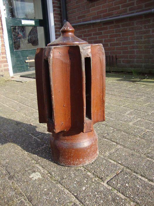 Online veilinghuis Catawiki: A glazed ceramic chimney cowl - first half 20th century