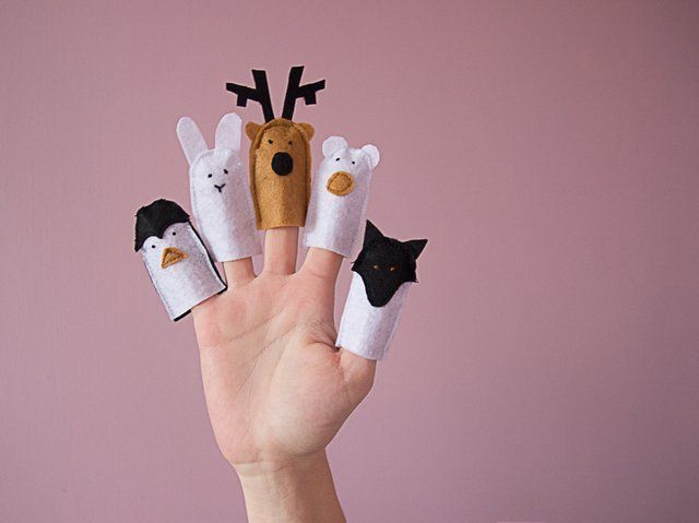 Des marionnettes de doigt à fabriquer pour Noël, une super idée de cadeau DIY pour les enfants // http://www.deco.fr/loisirs-creatifs/actualite-742785-tuto-kids-marionnettes-doigts-noel.html