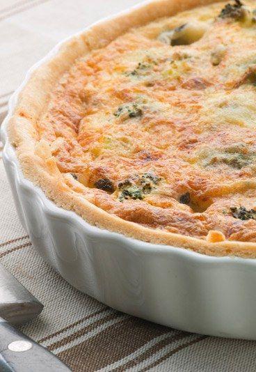 Quiche con brocoli - Recetas de quiche - Esta receta de quiche con brócoli es muy querida porque es una idea muy buena para que los niños coman verduras y disfruten mientras lo hacen. Ingredientes 1 masa de hojaldre 250 gr...
