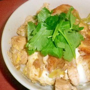 昼食:お麩の丼 材料(2人分) 玉ねぎ(薄切り)1/2個、 えのき2等分に切る)1/2パック、 塩 少々、   減塩しょうゆ 大さじ2、 しょうが(おろす)小さじ1、 水 カップ2/3、 板麩(刻んでおく)10g、 ご飯 丼2杯分